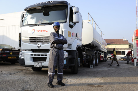 fred bourcier photographe renault trucks fuel ghana transport petrole carburant 01