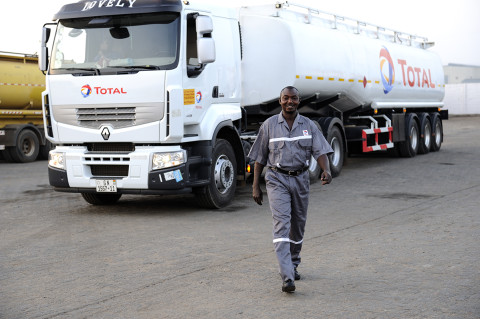 fred bourcier photographe renault trucks fuel ghana transport petrole carburant 03