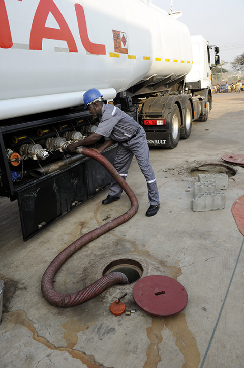 fred bourcier photographe renault trucks fuel ghana transport petrole carburant 07