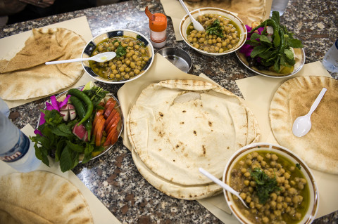 fred bourcier photographe reportage liban beyrouth repas cuisine libanaise