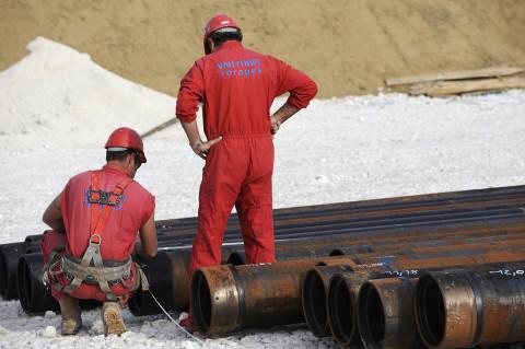 reportage ouvriers travaillant sur site de forage pétrolier fred bourcier photographe