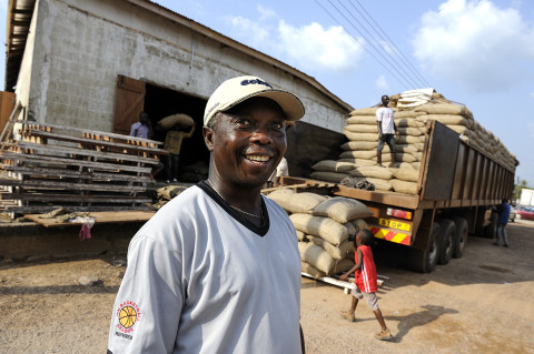fred bourcier photographe reportage renault trucks ghana transport cacao 01