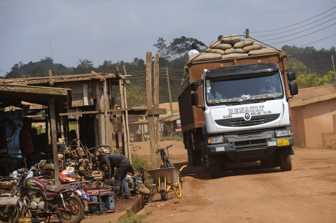 fred bourcier photographe reportage renault trucks ghana transport cacao 07