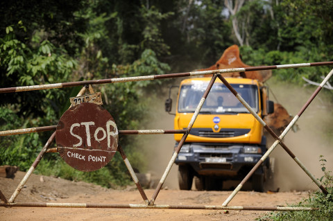 fred bourcier photographe reportage renault trucks ghana transport grumes bois 05