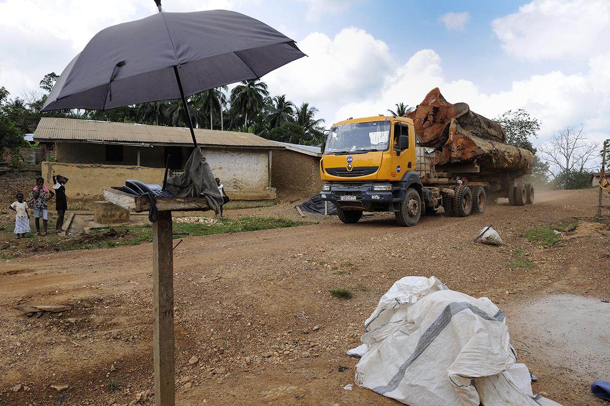 photographe reportage renault trucks ghana transport grumes bois 09