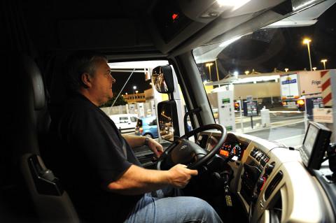 fred bourcier photographe reportage renault trucks livraison transport frigorifique marche rungis 03