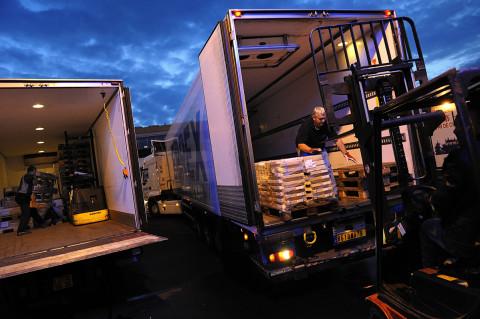 fred bourcier photographe reportage renault trucks livraison transport frigorifique marche rungis 07