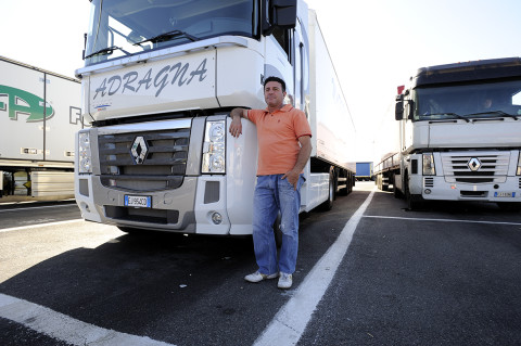fred bourcier photographe reportage renault trucks longue distance transport distance italie 01