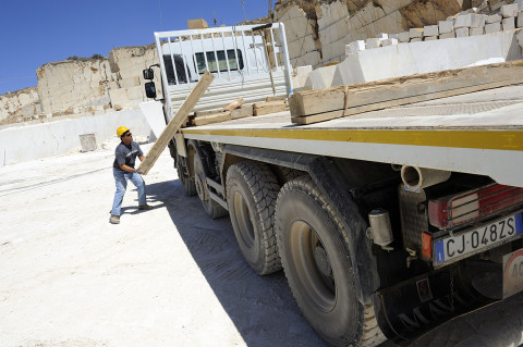 fred bourcier photographe reportage renault trucks transport marbre sicile 04