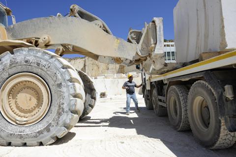 fred bourcier photographe reportage renault trucks transport marbre sicile 06