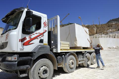 fred bourcier photographe reportage renault trucks transport marbre sicile 08