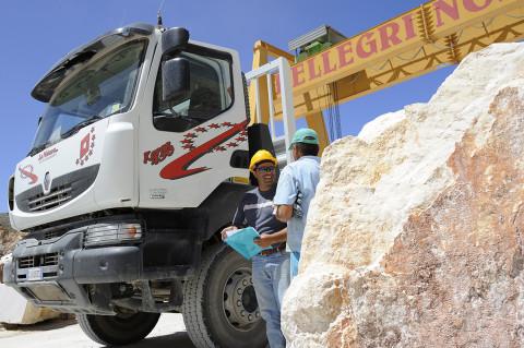 fred bourcier photographe reportage renault trucks transport marbre sicile 11