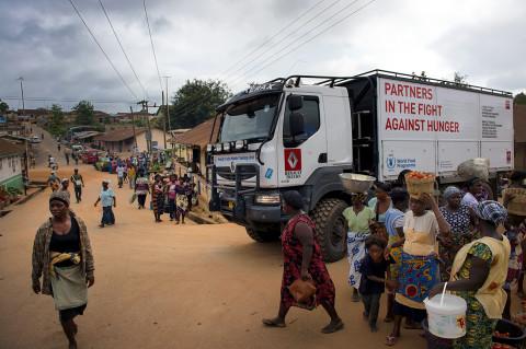fred bourcier photographe reportage wfp renault trucks ghana village jour de marché 01