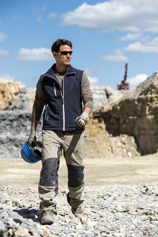 photo fred bourcier homme travaillant site carrière cimenterie catalogue Bollé Safety lunettes de protection