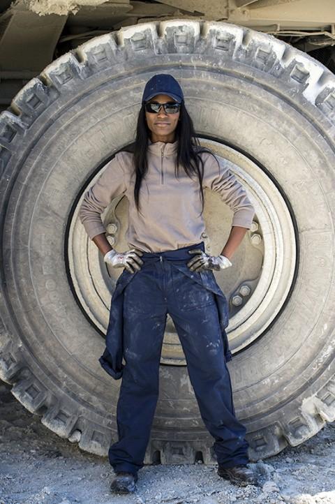photo catalogue Bollé Safety chantier femme conductrice envi travaux carrière ciment photographe fred bourcier