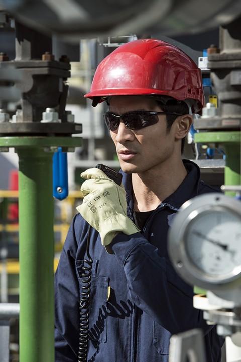 portrait homme site pétro-chimique par fred bourcier EPI Bolle Safety lunettes sécurité