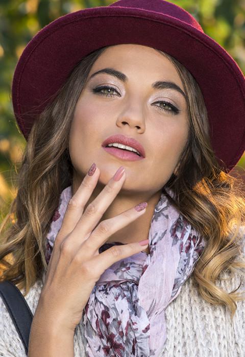 portrait beauté cosmétiques et vernis a ongles peggy sage photographe beauty par fred bourcier