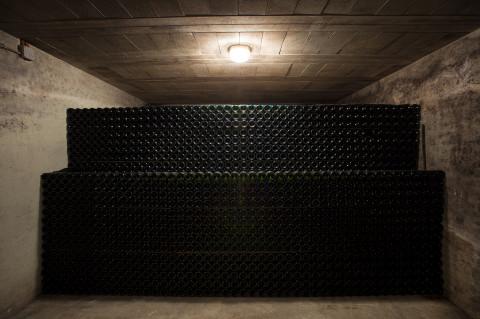 reportage dans les caves de l'entreprise familiale des champagnes Legret par fred bourcier photographe