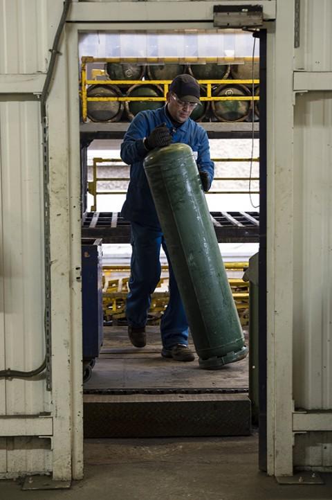 reportage fred bourcier complexe industriel ouvrier stockage bouteilles de gaz site industriel gazier bouteille primagaz