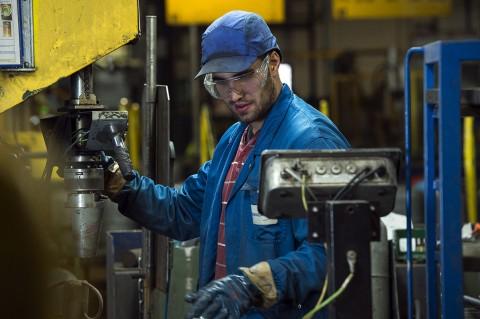 photo ouvrier site industriel gazier remplissage gaz bouteille primagaz complexe reportage fred bourcier