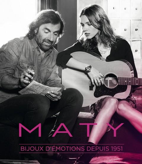 photo de couverture du catalogue bijoux maty avec andre manoukian avec sa chanteuse écriture et composition musique par fred bourcier photographe