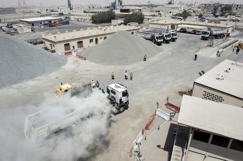 chargement graviers et granulats camions renault trucks BTP Qatar photo fred bourcier