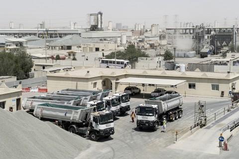 reportage photo fred bourcier flotte camions entreprises de BTP au Qatar