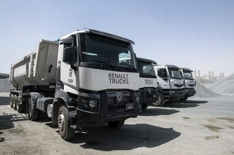 camions bennes renault trucks BTP qatar reportage photos par fred bourcier